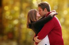 Love couple kissing HD Wallpaper