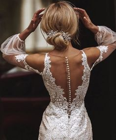 Surround yourself with beauty. Unique Outfits, Dress Codes, Beautiful, Lace, Clothes, Beauty, Dresses, Unique Clothing, Women