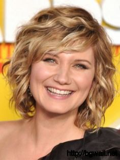 Short Layered Hairstyle Ideas For Fine Wavy Hair
