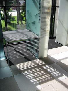 Mesa para la exposición 1% Patrimonio Cultural. Galeria M.O.P.U. Madrid 2003. allende arquitectos