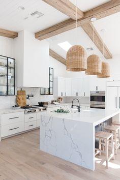 White Kitchen Decor, Home Decor Kitchen, Interior Design Kitchen, Home Kitchens, Small Kitchens, Neutral Kitchen, White Marble Kitchen, White Coastal Kitchen, Marble Kitchen Countertops