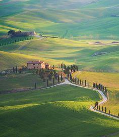 A Itália é um dos melhores destinos para quem gosta de contemplar belas paisagens e o que não falta por lá são belezas para serem admiradas. O fotógrafo polonês Marcin Sobas sabe bem disso e caprichou na hora de clicar incríveis fotografias da Toscana, que mais parecem uma obra de arte.