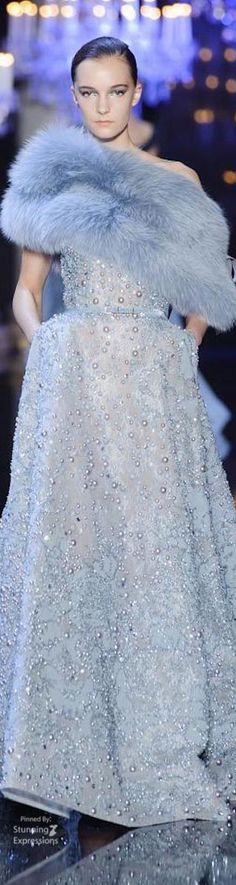 When an eveningwear designer like Elie Saab puts on a couture show, the expectation is that it's bound to be beautiful. But the label's Fall 2014 Haute Couture Fall Dresses, Elegant Dresses, Pretty Dresses, Evening Dresses, Beautiful Dresses, Fashion Models, Fashion Show, Elie Saab Couture, Vintage Gowns