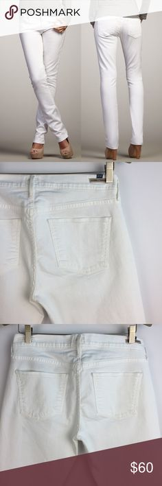 CITIZENS OF HUMANITY Elson White Slim Leg Jeans 31 CITIZENS OF HUMANITY Jeans Elson Medium Rise Straight Leg style Size 31 White Gently preowned with no stains, no holes, no major wear on fabric  98% cotton 2% elastane  17 inches across waist 9 inch rise about 30.5 inch inseam 7.5 inch leg opening Citizens Of Humanity Jeans Straight Leg