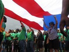 Oposición en Puerto Rico busca impedir cierre de escuelas