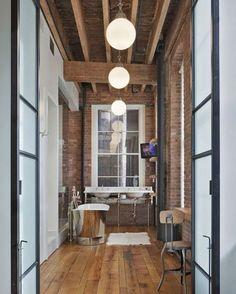 Loft na rua Franklin, em Manhattan, Nova York. Projeto por Jane Kim. #arquitetura #arte #art #artlover #design #architecturelover #instagood #instacool #instadesign #instadaily #projetocompartilhar #shareproject #davidguerra #arquiteturadavidguerra #arquiteturaedesign #instabestu #decor #architect #criative #interiores #estilos #combinações #franklinstreet #manhattan #novayork #janekim