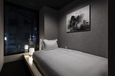 Stay Zen in a Capsule Hotel inspired by tea-house architecture Sleeping Pods, Japanese Style House, Capsule Hotel, Journal Du Design, Zen Design, Studio Design, Tokyo Hotels, Lounge, Interior Design