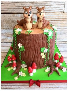 Squirrel treestump cake - Cake by Madelyn Cake Dutchess, Crazy Cakes, Cupcakes, Cupcake Cakes, Pretty Cakes, Beautiful Cakes, Squirrel Cake, Tree Stump Cake, Nature Cake