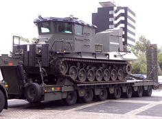 Beach Armoured Recovery Vehicle(BARV). Ontwikkeld en gebouwd door de Koninklijke Marine. Vervaardigd van het onderstel van een Leopard1 tank.