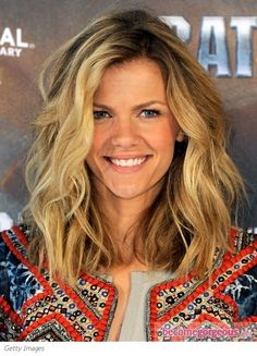 Beach Tousled Waves on Shoulder Length Hair. Perfect Summer Style