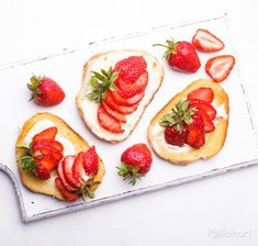 #딸기 #디저트 #케이크 #과일 #봄 #계절 #아이클릭아트 #스톡사진 #포토이미지
