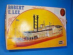 Revell Robert E. Lee Steamboat Model Kit No. H 323 Complete