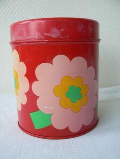 Laurids Lonborg Lena Al Eklund metal storage canister storage box Denmark Danish design red flowers kawai mid-century modern retro Lønborg door LittleMissNordic op Etsy https://www.etsy.com/nl/listing/235528245/laurids-lonborg-lena-al-eklund-metal