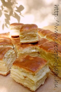 Sajtos pogi kelt tésztából, leveles, hajtogatás nélkül Kelt, AS! Homemade Dinner Rolls, Salty Snacks, Salty Cake, Hungarian Recipes, Sweet And Salty, Creative Food, Cookie Recipes, Bakery, Food And Drink