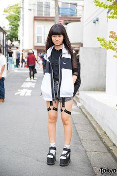 Harajuku Girl in Glad News Harness Shorts, Fig & Viper Top & Spinns Platform Sandals / vía @tokyofashion