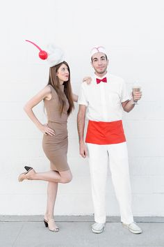 Sugar & Cloth: DIY Halloween Costumes for Couples. See all the couples costume ideas here! Costume Halloween, Bonnie And Clyde Halloween Costume, Halloween Diy, Halloween Couples, Halloween 2020, Halloween Stuff, Happy Halloween, Easy Couples Costumes, Duo Costumes