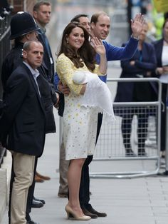 baby cambridge leaves hospital | ... baby princess, wave to the public as they leave St. Mary's Hospital's