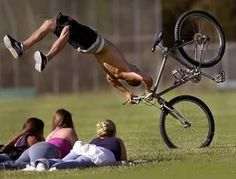 Get a Bicycle Crash funny picture from People. You can get dozens of other funny pictures from People. Here are some samples of funny words: bicycle, crash Funny Videos, Funny Photos, Funny Images, Oops Photos, Hilarious Pictures, Bing Images, Gif Silvester, Sport Videos, Gta San Andreas