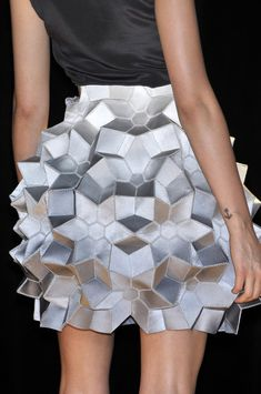 Origami Skirt geometric fashion Manish Arora S/S 2010 Runway Origami Fashion, 3d Fashion, Fashion Details, Fashion Week, Runway Fashion, High Fashion, Fashion Show, Womens Fashion, London Fashion