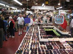 *Daytona Flea and Farmers Market.  Daytona Beach, Florida.  Over 1,000 Booths and 600 Vendors.  Year Round, Friday Thru Sunday.  9-5.  Rain or Shine.