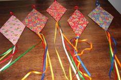 Como Fazer Enfeites de Festa Junina: 32 Ideias + Passo a Passo   Revista Artesanato Diy And Crafts, Crafts For Kids, Arts And Crafts, Paper Crafts, Summer Art Projects, Projects To Try, Paper Mobile, Hair Decorations, Nature Crafts