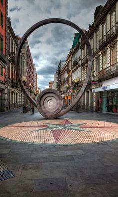 Calle Mayor de Triana.Escultura de Chirino.Las Palmas de GRAN CANARIA.