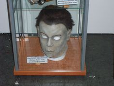 Michael Myers mask signed and/or used by Brad Loree in Resurrection. Costume Halloween, Halloween Movies, Halloween 2019, Scary Movies, Halloween Night, Halloween Masks, Michael Myers Mask, Newest Horror Movies, Creeped Out