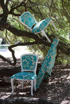 I need these chairs!  Cool fabric.