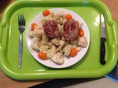 Avondeten dag 21 -04-06-14- Gekookte bloemkool met kruiden, tomaatjes en 2 gebraden worstjes