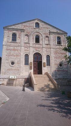 Aziz Panteleimon Kilisesi/Gölyazı/Nilüfer/Bursa///Kilisenin yapılış tarihi 19. yüzyıl olarak tahmin ediliyor. Zamanla yıpranan kilise 2014 yılında restore edilerek Kültür Evi olarak hizmet veriyor.