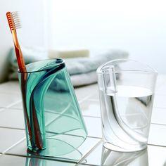 水滴残りも気にならない。ひっくり返す歯磨きコップ https://room.rakuten.co.jp/room_jp/1700007584061286?scid=we_rom_pinterest_official_20160216_r1