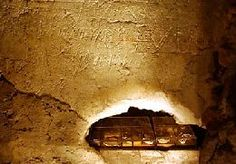 The relics of St. Peter, in the Scavi underneath the Vatican. They are directly under the Balducchino (intentionally built above the burial place of St. Wooden Table Diy, Visiting The Vatican, Roman Church, St Peters Basilica, Roman History, Rome Travel, Graffiti Wall, Renaissance Art, Pilgrimage