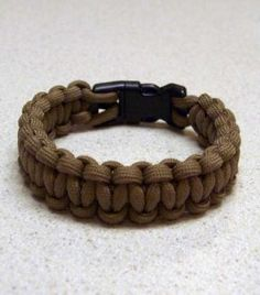 How to make a paracord survival bracelet. For @Joey Mechelle. <3