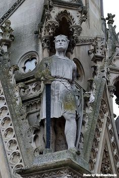 A statue of Simon de Montfort, Earl of Leicester, on the Haymarket Memorial Clock Tower in Leicester, England De Montfort University, Friedrich Ii, Templer, Plantagenet, Medieval Times, Effigy, Knights Templar, British History, Uk History