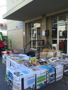 La @bibliosantjoan está hoy en el #Mercado con sus libros, música, pelis para que nos conozcas de cerca