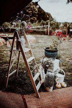 Wildflower garden wedding decor. Photo: @bethberesfordphotography Little Flowers, My Flower, Flower Crown, Wild Flowers, Tipi Wedding, Wedding Blog, Fancy Dress Ball, Vintage Crockery, Garden Wedding Decorations
