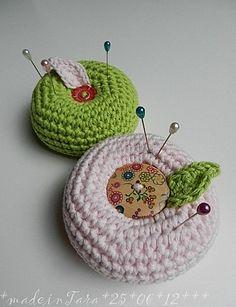 Crochet pin cushion