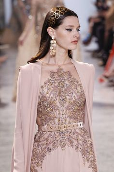 Elie Saab – 116 photos - the complete collection Style Haute Couture, Couture Mode, Couture Fashion, Runway Fashion, High Fashion, Fashion Beauty, Fashion Show, Fashion Design, Elie Saab Couture