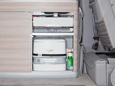 Toilettes « Porta Potti 335 Qube » avec sangle de manutention et baquet de protection pour T6 / T5 VW California avec côté de l'évier