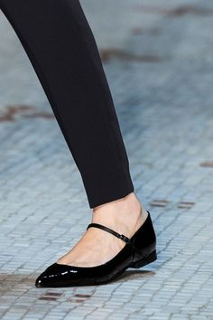 Dice Kayek at Couture Spring 2016 (Details) Source by Laurel_Fir Shoes Oxfords, Shoes Heels Boots, Heeled Boots, Flat Shoes, Flat Sandals, Adidas Tubular Shadow, Cinderella Shoes, Simple Shoes, Trendy Shoes