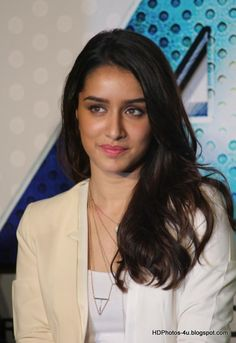 Shraddha Kapoor Latest Hot Cleveage Images At ABCD 2 Movie Trailer Launch ★ Desipixer ★ ★ Desipixer ★ Shraddha Kapoor, Prettiest Actresses, Beautiful Actresses, Bollywood Stars, Bollywood Fashion, Indian Bollywood, Beautiful Bollywood Actress, Indian Beauty Saree, Thing 1