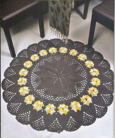tapete-de-croche-cinza-e-amarelo-com-flores