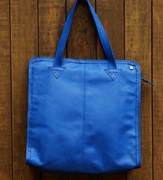 Maxi bolsa em couro na cor azul. Mab Store - www.mabstore.com.br