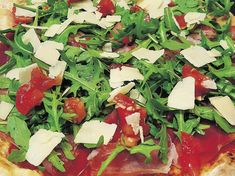 Zum Abnehmen: Pizza Parma e Rucola Caprese Salad, Pizza, Food And Drink, Healthy Recipes, Diet, Basketball Coach, Ethnic Recipes, June 22, Fitness