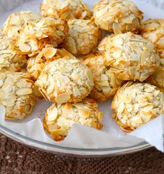 Greek cookies recipes with almonds Greek Cookies, Almond Cookies, Yummy Cookies, Greek Sweets, Greek Desserts, Almond Recipes, Greek Recipes, Greek Cake, Greek Pastries