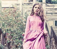 Oui Oui-invitadas de invierno-vestidos boda invierno-kolonaki-vestido largo rosa de cerca