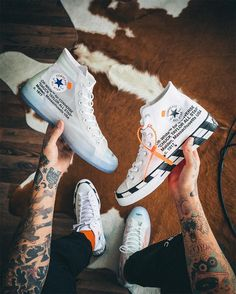 Converse Chuck 70 x Off White With the OFF-WHITE x Chuck 70 'White,' Virgil Abloh places an emphasis on accessibility and wearability. Sneakers Mode, Sneakers Fashion, Fashion Shoes, Shoes Sneakers, Mens Fashion, Nike Fashion, Adidas Sneakers, Fashion Trends, Off White Converse
