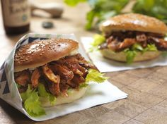 Broodjes 'pulled rabbit' met barbecuesaus