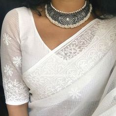 Check out gorgeous Indian heritage jewellery collections from this brand. Sari Blouse Designs, Saree Blouse Patterns, White Blouse Designs, Choli Designs, Skirt Patterns, Coat Patterns, Clothes Patterns, Saree Jewellery, Bridal Jewellery