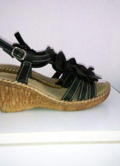 Kupuj mé předměty na #vinted http://www.vinted.cz/damske-boty/sandaly/12286063-letni-sandalky-na-klinku-s-kvetinou